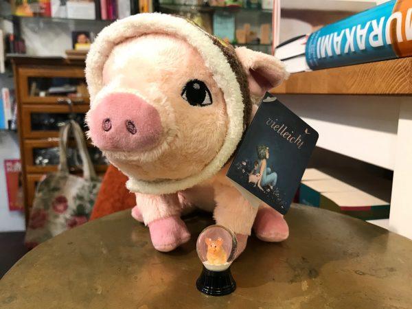 Plüschschwein mit Fliegermütze